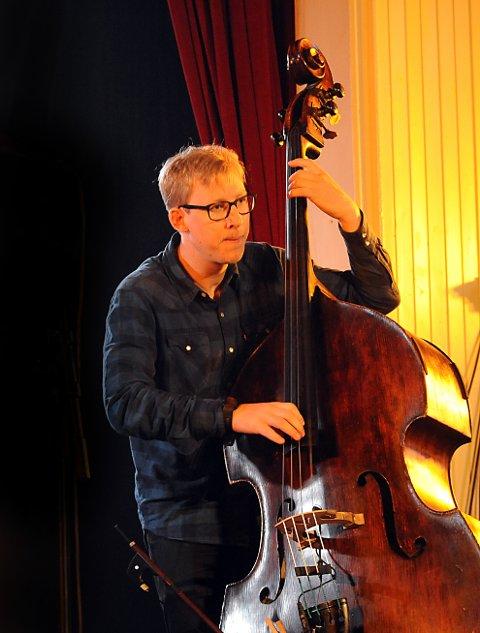 BASS: Fredrik Luhr Dietrichson en virtuos på kontrabass.