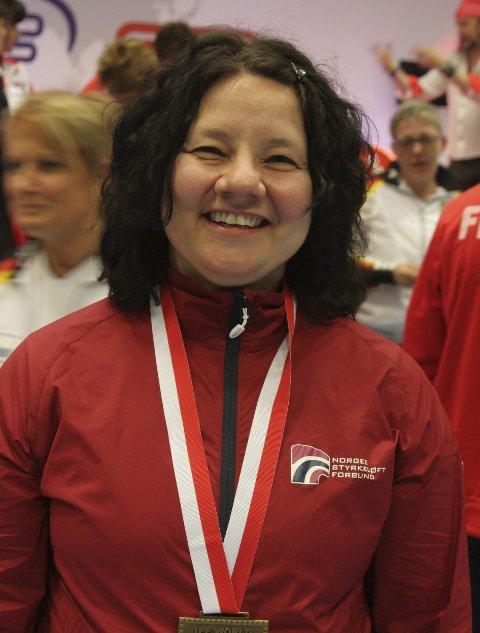 GULL: Eva Engskar tok sitt tredje EM-gull i benkpress.