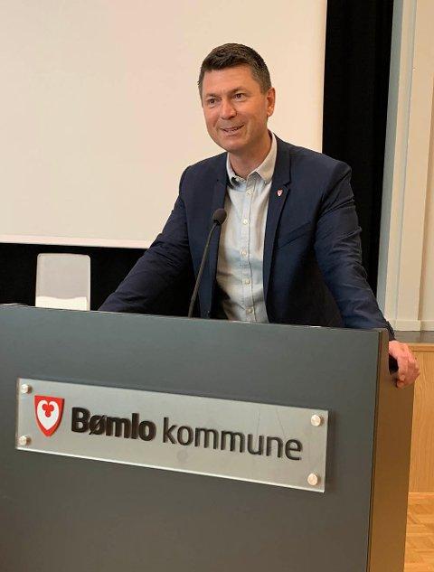 Kommunedirektør: Kjetil Aga Gjøsæter er administrativ leder i Bømlo kommune. Bømlo opplever nå krevende tider med relativt høye smittetall.