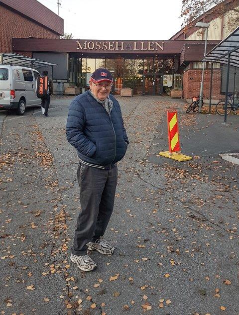 TUR: Mathias Strandli klar for tur ved Mossehallen.