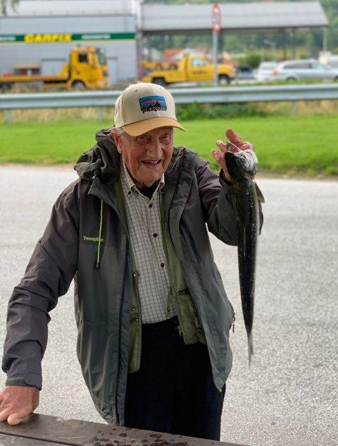 FISKELUKKE: Odd Borlaug var strålande nøgd med laksefangsten.