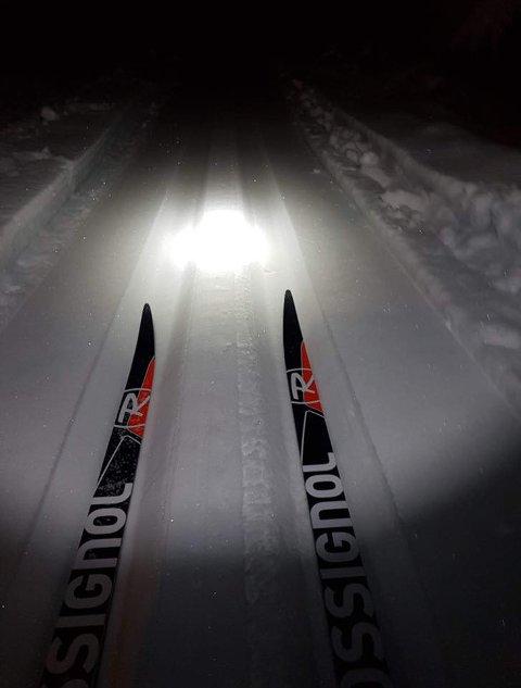 VINTERENS FØRSTE MULIGHET: I flisløypa på Pepperstad er det kjørt opp skispor.
