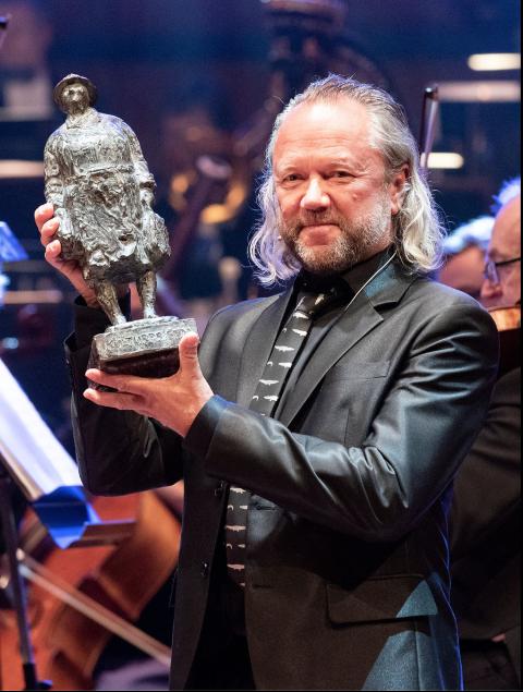 Hyllet og æret: Mer enn 40 års arbeid for kulturlivet, og jazzmusikken i særdeleshet, resulterte i Trondheim kommunes prestisjetunge kulturpris for Ernst Wiggo Sandbakk.