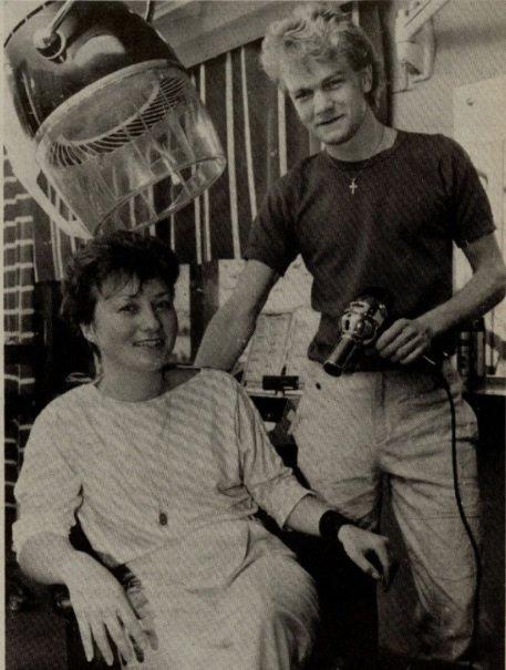 STARTET FOR SEG SELV: Morten N. Langseth, her sammen med Heidi Bergly, like etter åpningen av Morten Dame- og Herrefrisør i Hammerfest i 1983.