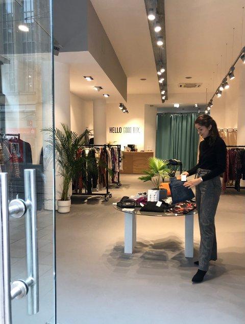 SATSER: Sarah Elise Gjemdal (26) fra Namsos utfordrer billigkjedene med pantebutikk for klær. På 17. mai åpnet hun butikk i tyske Bremen.