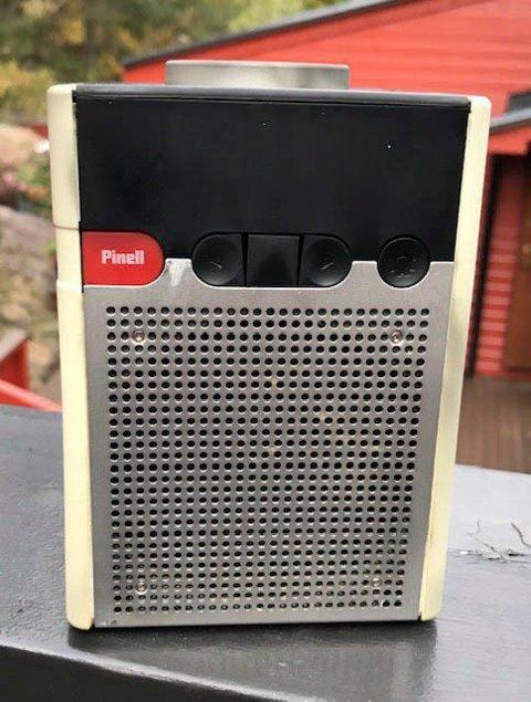 IKKE BRUK: Denne typen radio har tatt fyr. Politiet ber om at slike radioer ikke blir brukt.