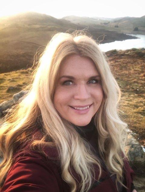Ingeborg Dubland er glad i å gå på tur, og etter at hun flyttet har hun funnet flere nye områder rundt Drammen. Her er hun på tur i Gjesdal før hun flyttet.