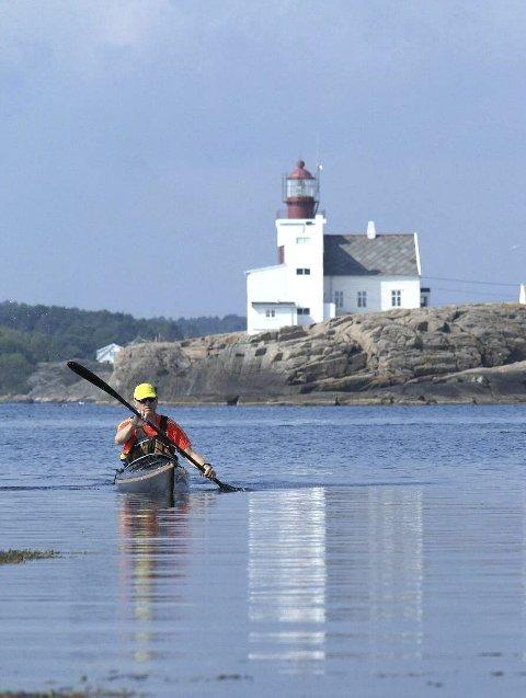 Brygge: Stadig flere setter seg i kajakken og opplever kystkulturen fra sjøen.