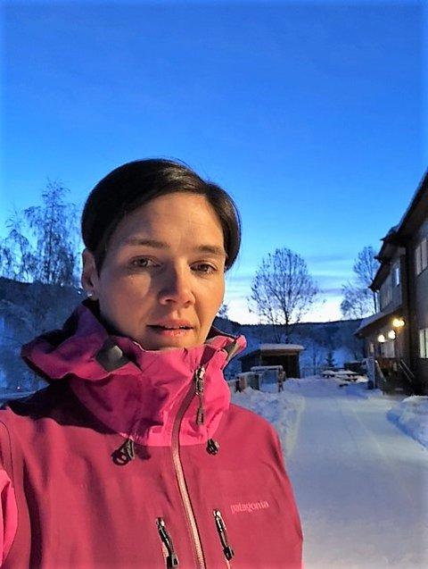 REAGERER: Sp-politiker og småbarnsmor Ragnhild Strømmen Strand er kritisk til at Nord-Aurdal kommune nå vil knipe inn på åpningstiden i barnehagene.