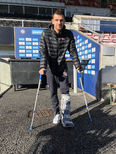 OPPTRENIGN NESTE: Rocky Lekaj fjernet stingene etter operasjonen torsdag. Nå venter seks uker med opptrening.
