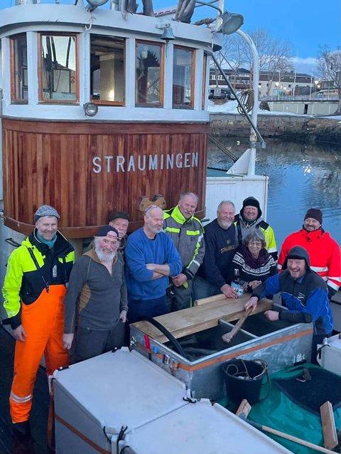 JUBEL: Mannskapet ombord i MK «Straumingen» kunne smile bredt etter at Riksantikvaren har gitt Jøa kystlag 2,5 millioner kroner til bevaring av skøyta.