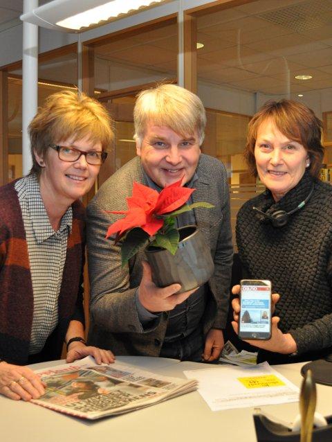 – Vi har et hav av julestjerner som venter på alle nye og gamle abonnenter som besøker OA-huset mandag eller tirsdag, forsikrer Kristin Evenrud (f.v.), Erik H. Sønstelie og Bente Skogstad.