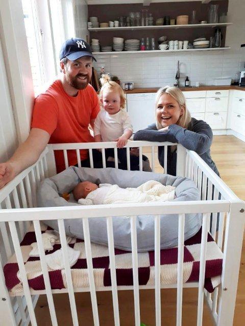 Flyttet nesten: Thomas Burud, Stine Andreassen og barna Agnes og Iben bor i Asker. I fjor sommer valgte de nesten å flytte til Nøtterøy.
