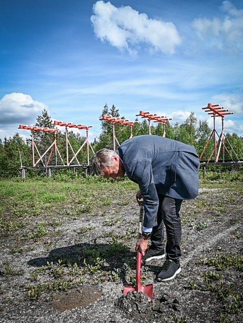 Avinorsjef i kommunestyremøte i Rana kommune og oppe på Hauan og tok andre spadestikk. Geir Waage og Abraham Foss.