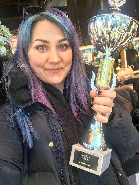 Laila Høgseth Pettersen fra Saltdal vant for tredje gang NM i «Beauty-make-up» under Hår- og skjønnhetsmessa i Oslo i helga.