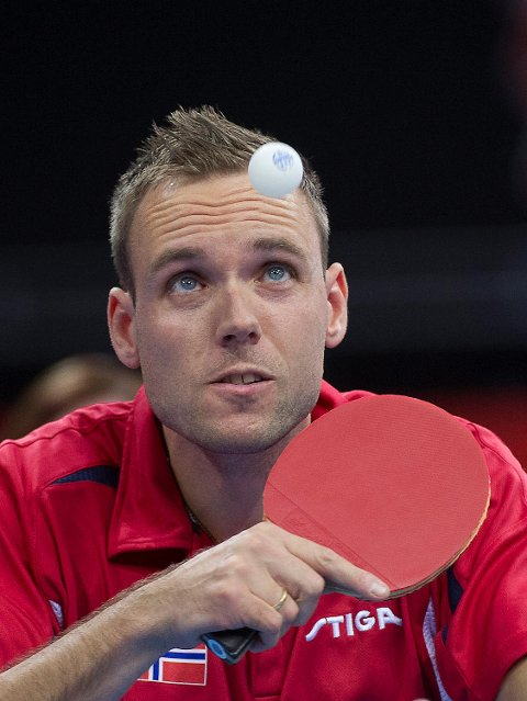 Tommy Urhaug blei paralympisk meister i bordtennis etter sigeren mot kinesaren Ningning Cao i finalen i klasse 5 i Excel Arena under London Paralympics i 2012.