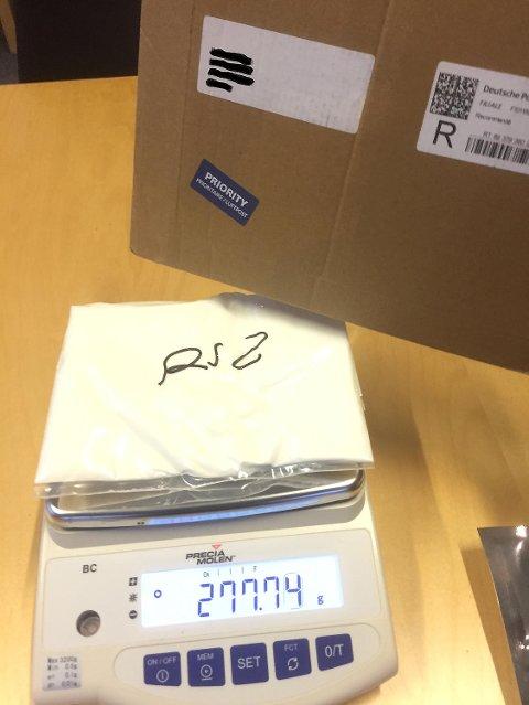 Et av beslagene som ble gjort i posten i Bergen dette halvåret er en pakke med 227 gram amfetamin. Det er uvanlig med så store beslag per post, mener tollvesenet.