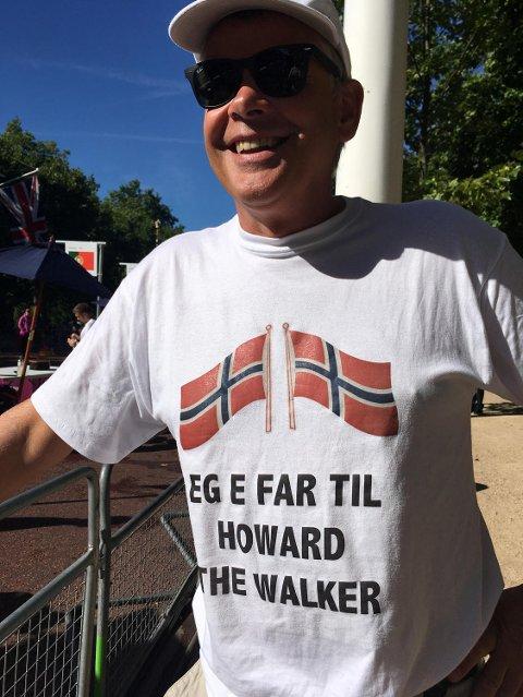 Far Knut Håvard Haukenes med en passende T-skjorte på sidelinjen! Men mye støtte fra familie og venner hjalp ikke Håvard Haukenes i London søndag.