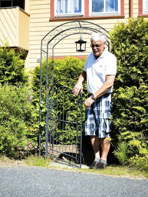 GÅR NÅ: I fjor ble Rolf Sæther trillet inn på et sykehus i Tyskland i rullestol. Nå tusler han omkring, nesten som en ungdom.