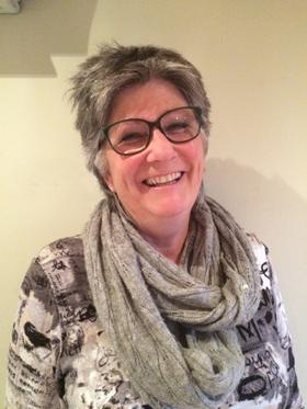 Kirsti V. Solheim er en populær foredragsholder og har gitt ut bok om temaet demens.