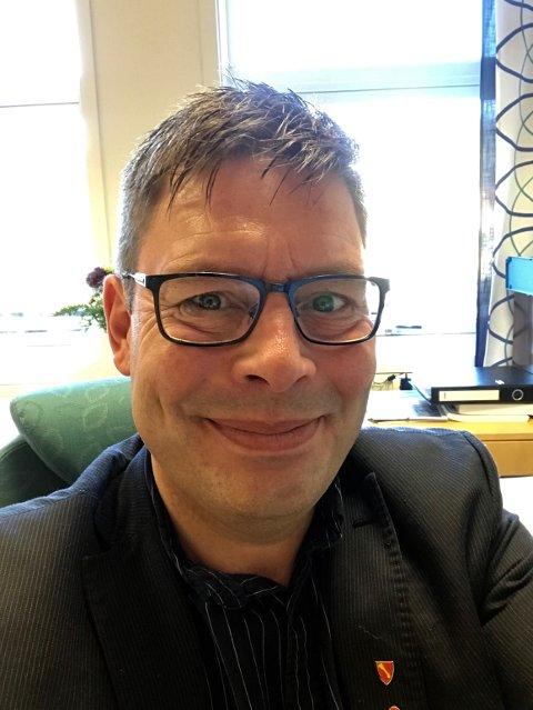 TESTER: Ordfører Bernth Sjursen og hans folk i Måsøy kommune, har travle dager med Covid-testing av nyankomne fiskeriarbeidere.