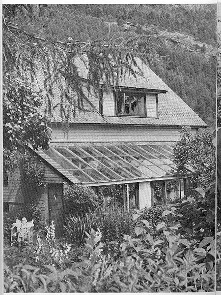 GJØLANGER: Huset til Lea i 1970. Hellevik grendelag ønskjer at det skal vernast om og omtalast i kulturminneplanen for Fjaler og Askvoll.