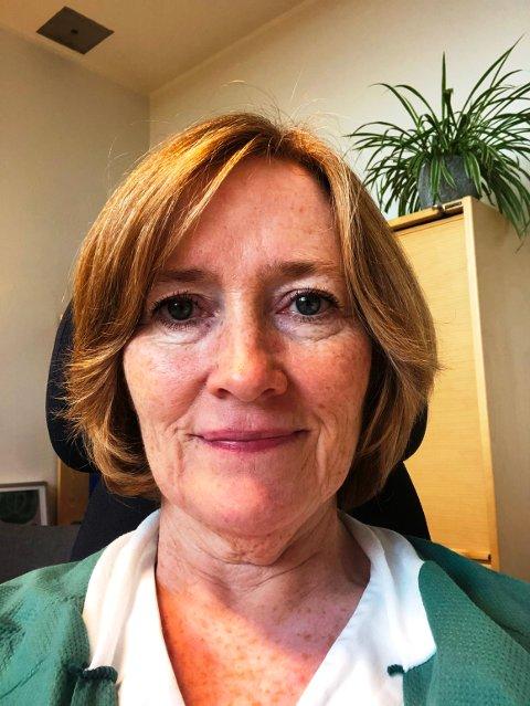 – Vi skulle ønske at flere benyttet tilbudet for å sjekke brystene sine, sier Kirsten Juel Nielsen ved brystdiagnostisk senter. Hun  er glad for å kunne gi kvinner på bygdene tilbud om screening på Mammografibussen.