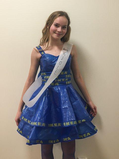 6f297c50d7a9 FLOTT  Amalie Driveklepp i den flotte kjolen hun selv har sydd. Det ble også