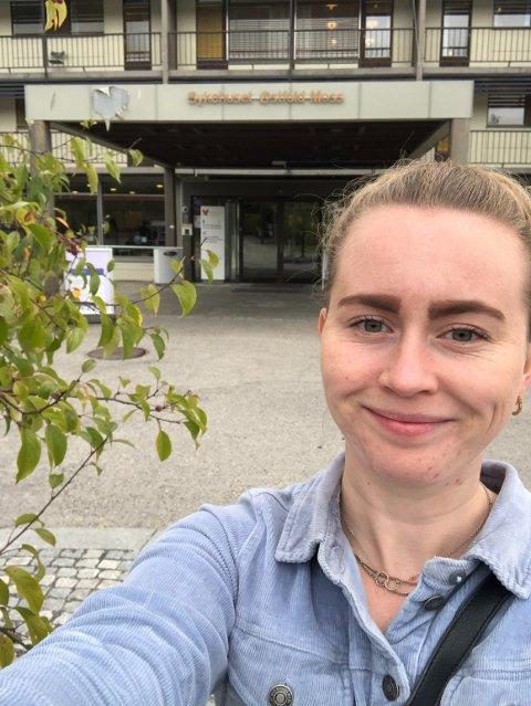 Emma Julie Bunæs (25) fra Halden håper unge kvinner ser viktigheten med å ta celleprøve for å forhindre livmorhalskreft.