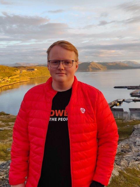 ØRJAN: Ørjan Pedersen er ung og politisk aktiv og ønsker også at andre jevnaldrende skal bli det.