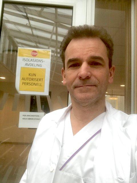 Nils Henrik Holmedahl fra Bjørkelangen er overlege ved LHL-sykehuset på Gardermoen. Han leder en hjerte- og lungeavdeling som på kort tid er forvandlet til en korona-avdeling.