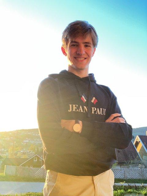 STARTER UNGE HØYRE: Sammen med Mathias Lothe og Mathias Brekk har John Petter Stevik etablert Unge Høyre i Nærøysund. Han mener at ungdommens engasjement kan gjøre en stor forskjell.
