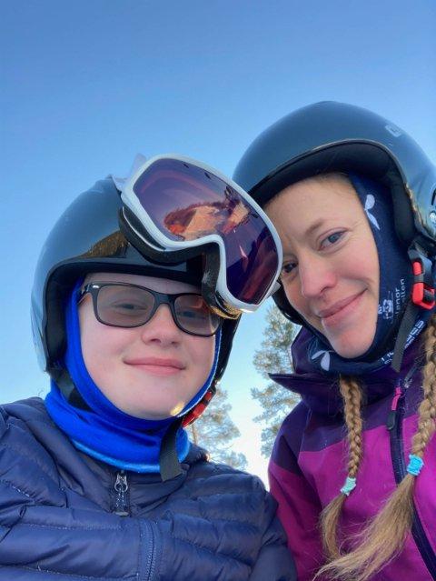 AKTIVE: Linnea (13) og Marte Steine Våler i Tekna Park i vinter.