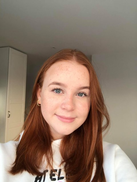 BURDE HÅNDTERES BEDRE: Aurora Djuplasti (18) går siste året på Røyken vgs, som nå er på rødt smittenivå. Hun mener rødt nivå burde vært bedre håndtert av skolen.