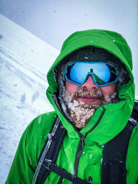 Tastamannen Joachim Tvedt er en fjellvant kar, og har det etter forholdene greit – selv om han er innesnødd til fjells.