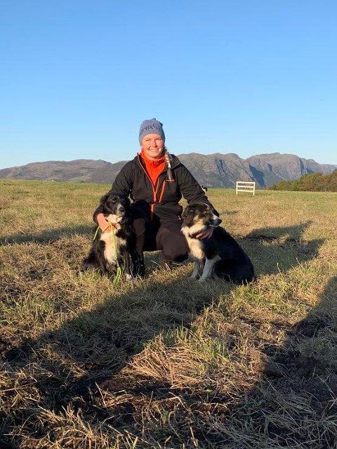 FYLKESMESTER: Jane Espevoll ble fylkesmester med hunden Saga og nummer to med Isa. Poengsummene var  veldig gode.