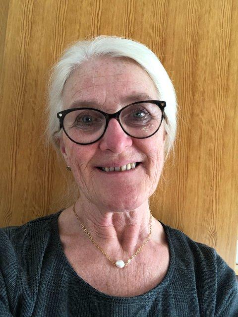 HELSESYKEPLEIER: Unni Tranaas Vannebo (65) fra Jøa i Namsos kommune er blant fagpersonene, som svarer barn og unge hos Ung.no. – Givende å jobbe så tett på barn og unge, sier hun.