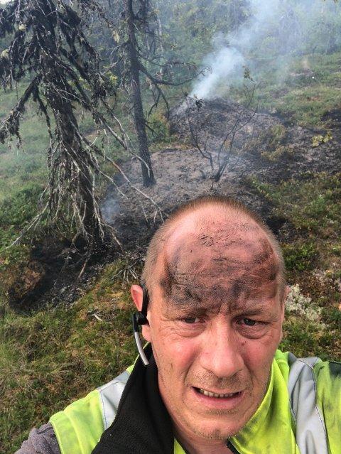 Oddbjørn Nybråten viste først vei, deretter kjempet han mot varmen alene til brannmannskapene kom. Foto:Privat