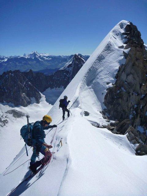 ALPENE: Derek Buckle leder an på Courtes-traversen i Chamonix i Alpene.