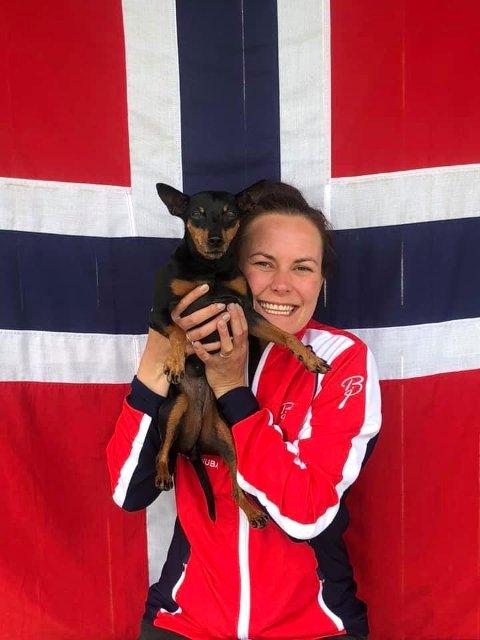 Helene og Penny på det norske landslaget i agility.