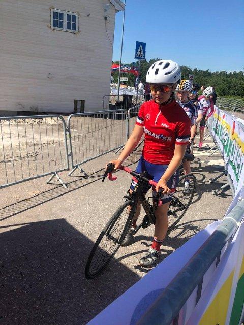 Emilie Melsom-Johansen før starten på landeveisrittet som endte med at hun nå kan omtales som ungdomsmester.