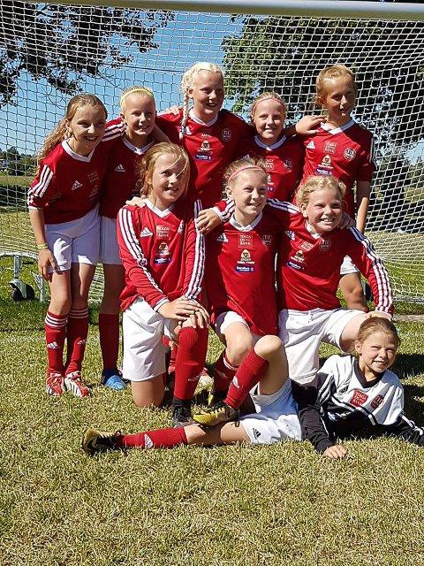 Første gang på cup i Sverige: Jenter 11 laget til Tynset bet godt i fra seg på Sportsfeltet i Borlänge.