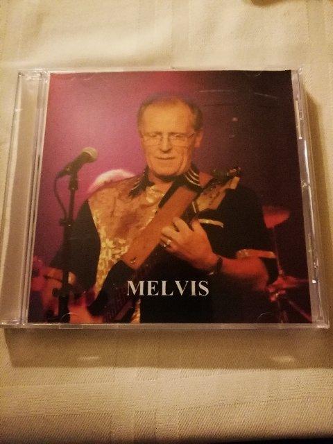 Artistnavnet Melvis er en hybrid mellom Odd Steinars etternavn Meli og fornavnet til den kjente musikeren og Odd Steinars inspirasjonskilde Elvis Presley.