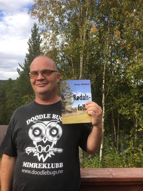 Setra som Helge Midtdal hentet inspirasjonen til novellen fra pryder nå bokens forside.