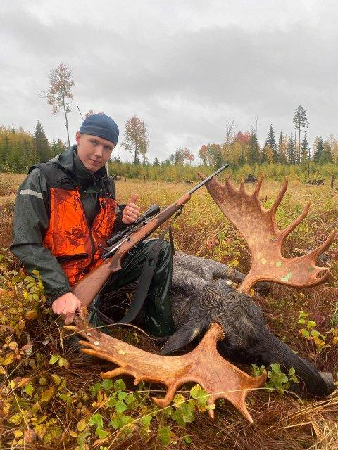 JAKT: Jon Ola Vermundsdammen gjorde stor suksess med farens gevær på årets jakt.