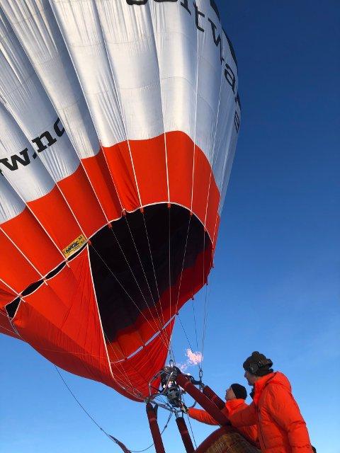 For 150 år siden landet to franskmenn med luftballong i Telemark. Tirsdag landet to karer fra Trondheim på Floan i Røros.
