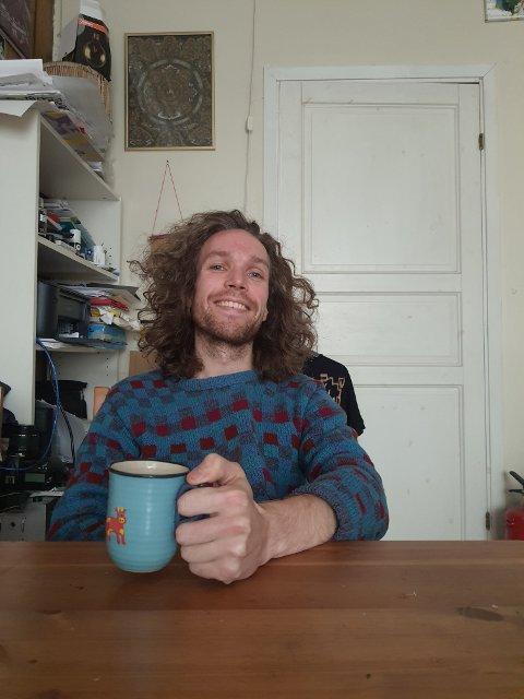 Kaffen drikker Ola selvsagt av kopp fra Lysgaard Keramikk