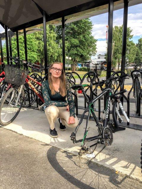 Camilla Hurwitz Botner fikk mandag sykkelen sin stjålet på Ås stasjon.