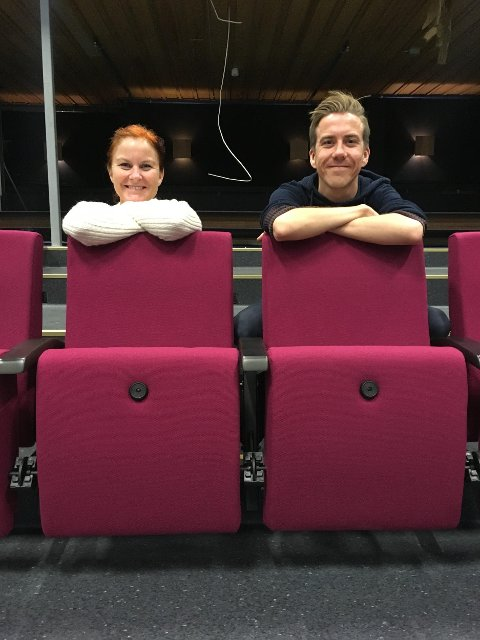 STENGT HUS: Myfanwy Moore og Martin Øsmundset er ikke helt uvant med en hverdag med stengt kulturhus. Her ser vi dem ved en mer positiv anledning, under oppussingen av Ås kinoteater sommeren 2018.