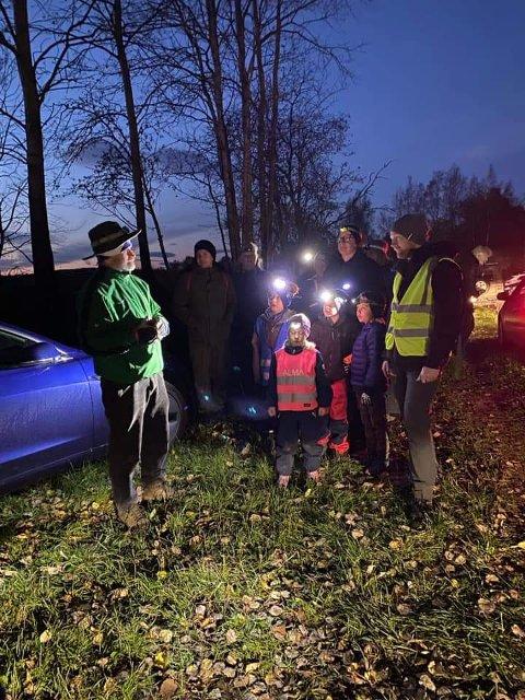 SKUMMEL VANDRING Håvard Steinsholt ledet 130 fryktløse Åsboere på nattlig skogstur.